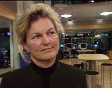 Forsvarsminister Kristin Krohn Devold sier at den norske styrken utelukkende er ute i humanitært ærend. Forsvarsminister Kristin Krohn Devold sier at den norske styrken utelukkende er ute i humanitært ærend. (Foto: NRK)