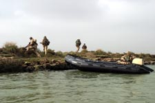 Basra, Irak: Soldater fra Telemark bataljon frakter britiske soldater på patruljeoppdrag. (Foto: Gunnar Lier, Scanpix)