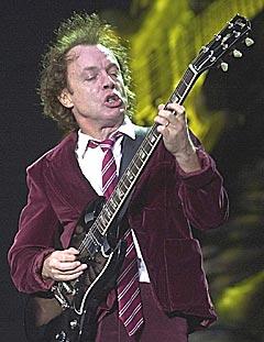 AC/DC skal bli råere på sin nye plate. Her under en konsert i Sveits 7. juli 2001. Foto: AP PHOTO.