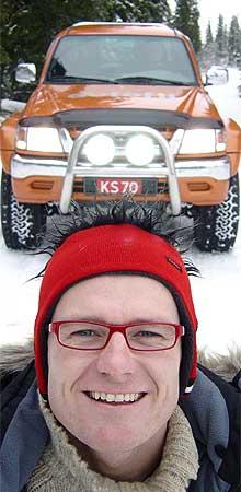 Jan Erik Larssen prøver ut den nye Autofil-bilen på Trysils røffe skogsveier. (Foto: Bjørnar Fjeldvær)
