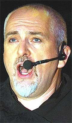 Musikeren og foretningsmannen Peter Gabriel prøver å få europeiske øyne opp for OD2. Foto: Luca Bruno, AP.