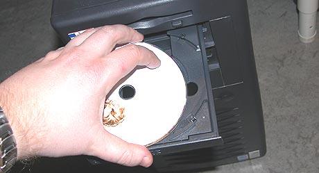 RIAA saksøker studenter som deler filer på nettverket til universitetene. Foto: Espen Sjøttem.