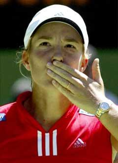 Justine Henin-Hardenne var fornøyd etter kampen. (Foto: Reuters/Scanpix)