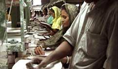 Arbeidere i Bangladesh. Foto: NRK Brennpunkt