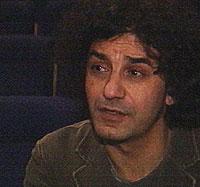 Regissør Hisham al-Zouki gir minoritetsungdom en talerstol. Foto: NRK
