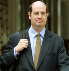 Reporteren Andrew Gilligan startet Kelly-saken. Her på vei til rettslig forhør i september i fjor(Foto: AP)