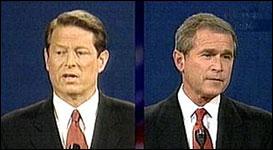 Presidentkandidatene Al Gore og George Bush under et debattmøte i Boston (Foto: CNN/APTN/Pool).