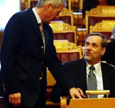 - Ingen av forskerne har spurt meg, som tross alt er leder for utenrikskomiteen, sa Jagland. (Foto: Cornelius Poppe, Scanpix)