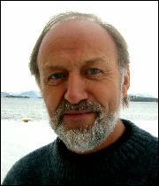 Stortingsrepresentant Asmund Kristoffersen (AP) er sjokkert over bygningsforholda i Molde fengsel. Foto: Gunnar Sandvik
