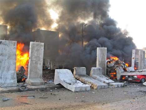 En bilbombe ekploderte utenfor en politistasjon i sentrum av Mosul i formiddag. (Foto: REUTERS/Namir Noor-Eldeen).