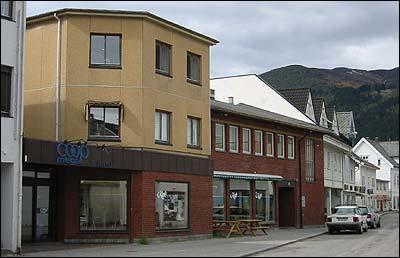 Eids Handelslag i Eidsgata. (Foto: Ottar Starheim, NRK © 2003)