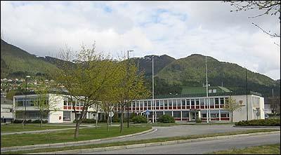 Eid rådhus vart bygd i 1965. (Foto: Ottar Starheim, NRK © 2003)
