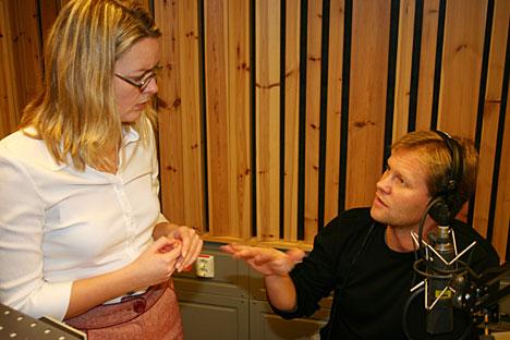 Stadig flere lyttere: Morgenvertene Ida Kjøstelsen og Finn Børge Stenbek ved NRK Østfold Foto: Jon-Annar Fordal