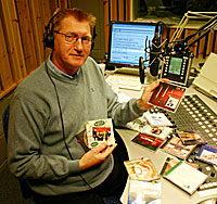 Hans-Jørgen Olsen har som regel formiddagssendingene fra NRK Østfold. (Foto: Jon-Annar Fordal)