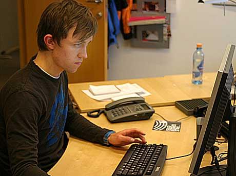 Sondre Lerche svarer på spørsmål fra fansen. Foto: Arne Kristian Gansmo, NRK.no/musikk.