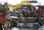 Bilvrak sendes til England fra Drammen havn