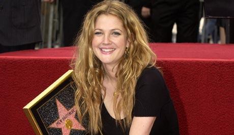 Så blid blir Drew Barrymore når hun får sin egen stjerne(Foto: Getty Images/AFP/Scanpix)