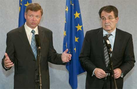 Statsminister Kjell Magne Bondevik møtte blant andre presidenten i EU-kommisjonen Romano Prodi i Brussel i dag. (Foto: Reuters/Scanpix)