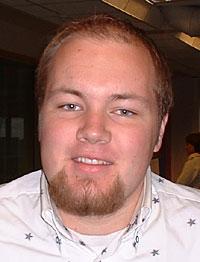 Morgenvert Oddgeir Øystese (23) ved NRK Sørlandet. (Foto: Gunnar Kleiberg)