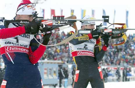 Ricco Gross og Raphael Poiree kjemper om gullet på siste stående. (Foto: AFP/Scanpix)