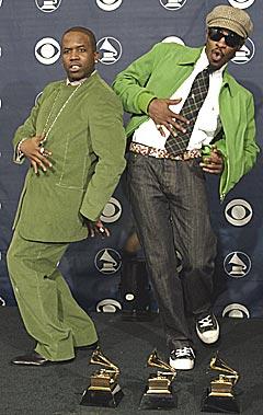 """Antwan """"Big Boi"""" (til venstre) og Andre """"3000"""" Benjamin fra Outkast fikk tre Grammys. Foto: REUTERS / Mike Blake."""