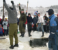 Gutta i Bådstø Iskompagni jublet da de vant. Foto: NRK