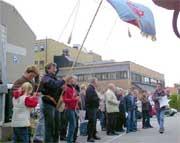 Ansatte som aksjonerte mot salg av aksjene i Halden Arbeiderblad (foto:arkiv)