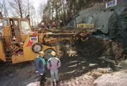 Dynamittsalven gjøres klar i 1997. Foto: Scanpix