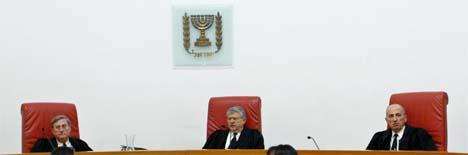 Et panel på tre dommere skal høre argumentene i saken om muren. (Foto: Reuters/Scanpix)