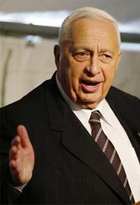 – Jeg er fritatt fra denne forpliktelsen, sier statsminister Ariel Sharon. (Foto: AP / Scanpix)