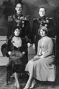 Kong Haakon, kronprins Olav, Dronning Maud og kronprinsesse Märta.