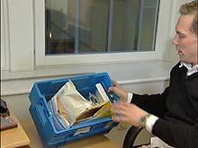 Stefan Olgarsson mottar mengder av post fra folk som ønsker å få opphevet operatørsperrer på mobilene sine.