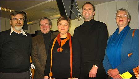 Frå venstre: Harry Mowatt, Steinar Ness, Trude Brosvik, Rolf Vesterheim og Sissel Loen. NRK-foto Jostein Nyfløtt