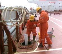 Det er viktig at det tas prøver av ballastvannet. Foto: Jo Hjelle, NRK.