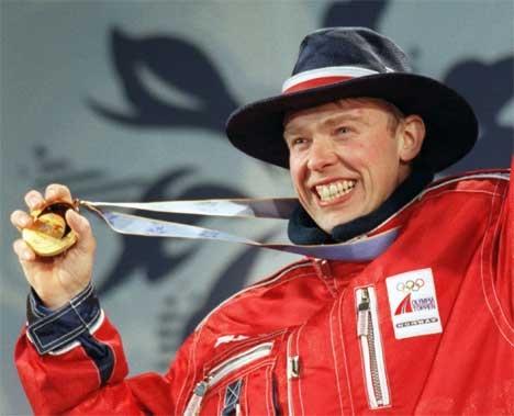 Halvard Hanevolds OL-gull i Nagano er Ola Lundes beste minne fra skiskyting. (Foto: Scanpix)