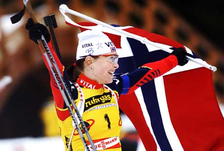 Liv Grete Skjelbreid Poirée jubler over sitt fjerde VM-gull. (Foto: Heiko Junge/Scanpix)