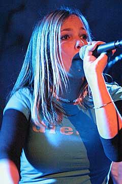 Julie Holtedahl Thorp (14) er en vaskekte popstjerne. Foto: Arne Kristian Gansmo, nrk.no/musikk.