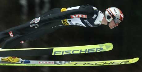 Roar Ljøkelsøy svever mot tredjeplass i Wllingen (Foto: Reuters/Wolfgang Rattay)