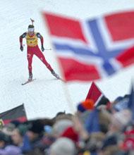 Ole Einar Bjørndalen klarte ikke å henge med Poiree i dagens løp. (Foto: Robert Michael/AFP)