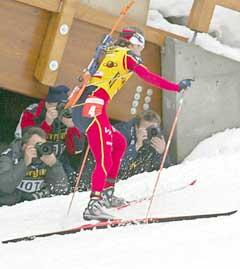 Ole Einar Bjørndalen hadde en dårlig dag i sporet. (Foto: AFP/Scanpix)
