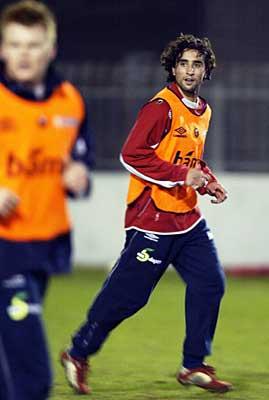 Hassan El Fakiri er en av tre debutanter på landslaget i Belfast. I morgen får han spille fra start. (Foto: Tor Richardsen / Scanpix)