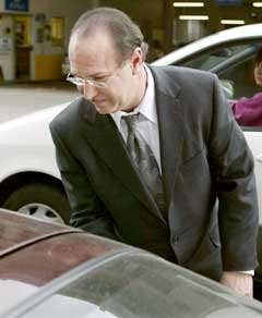 Victor Conte på vei ut av rettslokalet i San Fransisco. (Foto: Reuters/Scanpix)