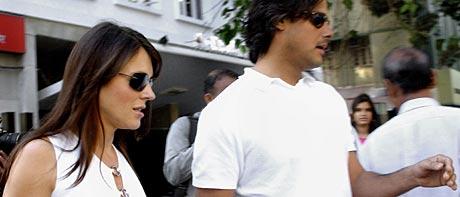 Liz Hurley og kjæresten Arun Nayar i Bombay (Foto: Scanpix)