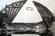 Byggingen av Svinesundbrua startet i 1939. Etter et lynnedslag i 1942 stanset arbeidene i tre år.