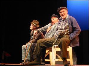 De tre på benken er trofast med også i årets Molderosetten. Foto: Gunnar Sandvik