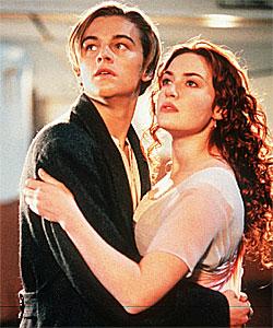 Kate Winsletble verdensstjerne i filmen «Titanic». Her med medspiller Leonardo DiCaprio. Foto: AP