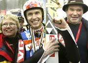Mor og far Ljøkelsøy gratulerte med to VM-gull i går. (Foto: Scanpix/Bjørn Sigurdson)