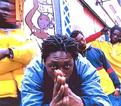 Daara J er det tredje hip hop-bandet fra Senegal som faktisk selger i bøtter og spann i Frankrike. Foto: Promo.