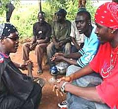 Maliske Tata Pound har mye på hjertet, og gjør det på sitt eget språk. Foto: Promo.