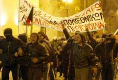 Rundt 500 demonstrerte i Atens gater. (Foto: AFP/Scanpix)